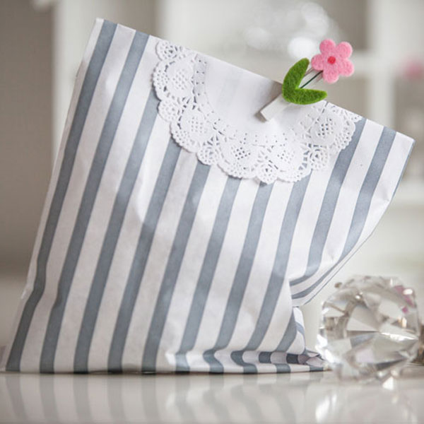 paper_party_bag_silver_stripe