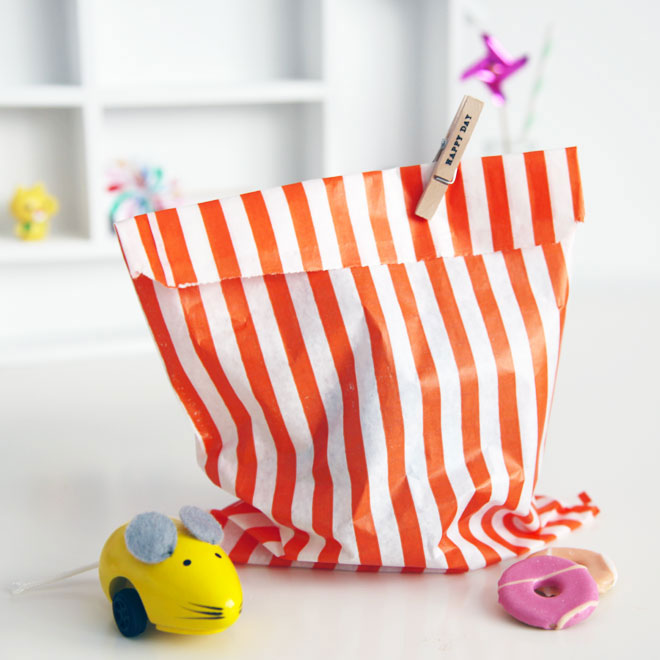 paper_party_bag_orange_stripe