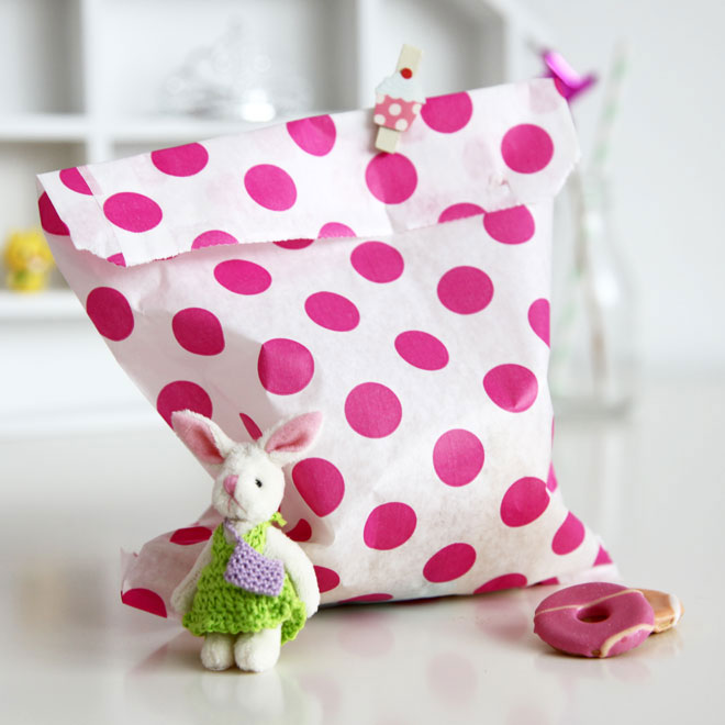 paper_party_bag_pink_spot